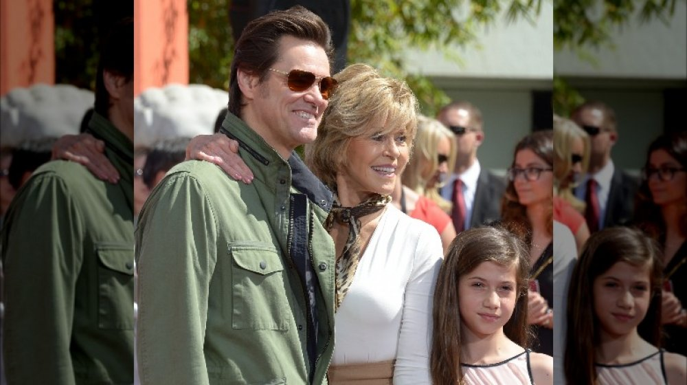 Jane Fonda y Viva Vadim con Jim Carrey