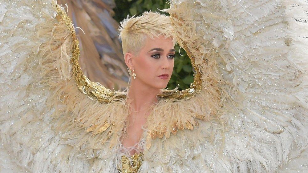 Katy Perry en los cuerpos celestiales de Met Gala