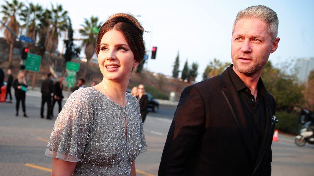 La Verdadera Razon Por La Que Lana Del Rey Y Su Novio Rompieron Espanol News24viral