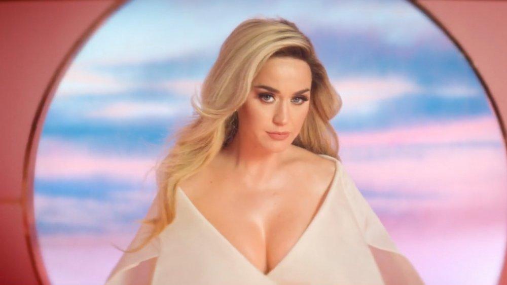 """Katy Perry en el video """"Never Worn White"""""""