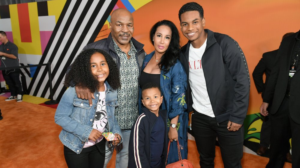 Mike Tyson y su familia en los Kids 'Choice Awards 2018 de Nickelodeon