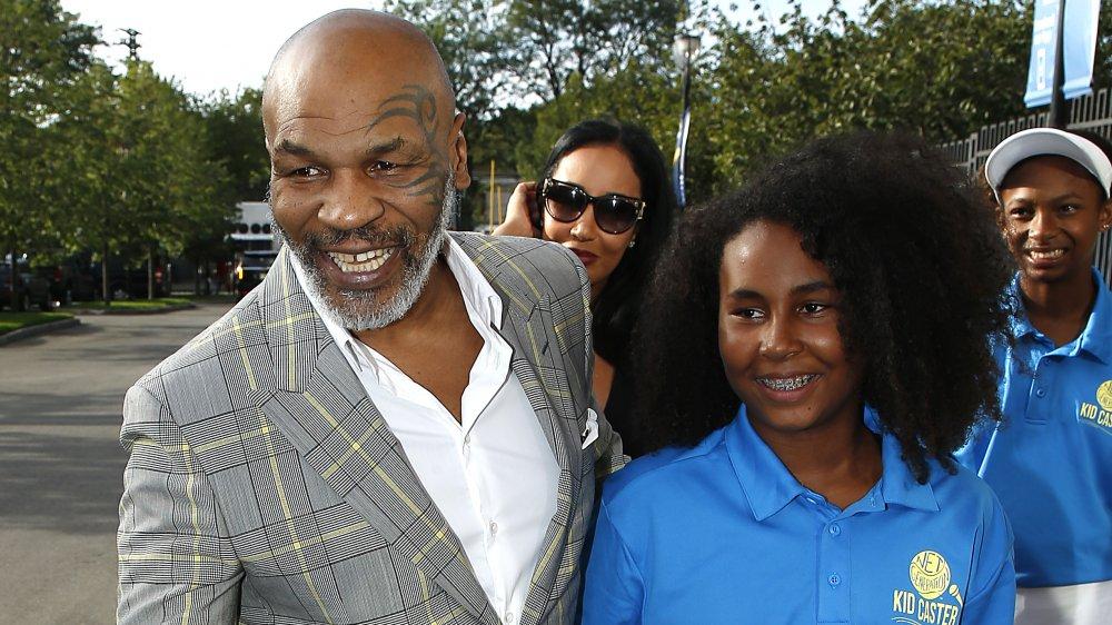 Milan Tyson y Milan Tyson en la alfombra azul de la gala inaugural de la USTA