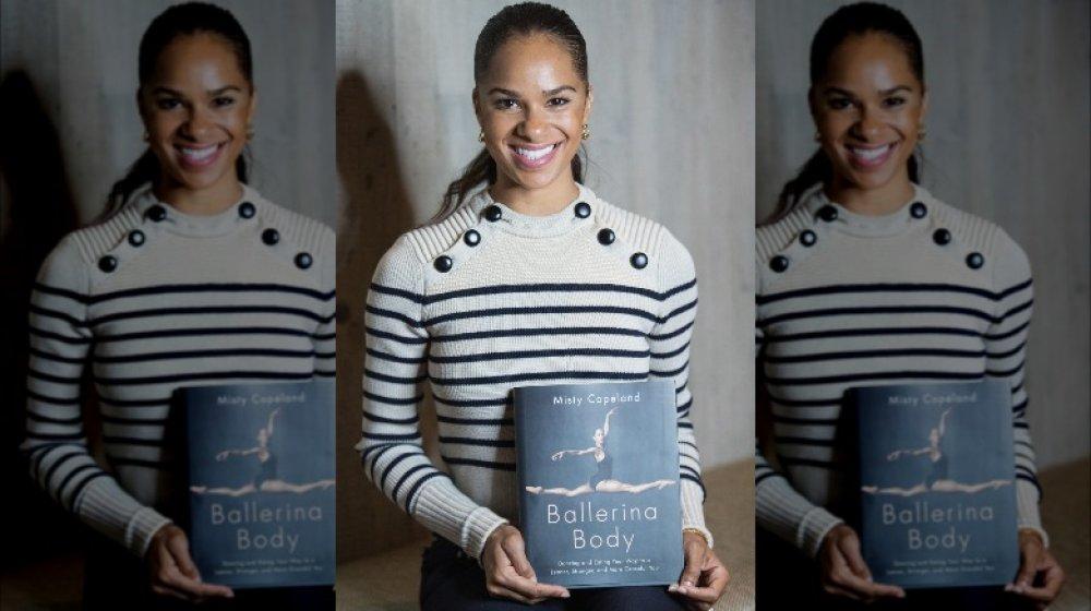Misty Copeland promocionando uno de sus libros