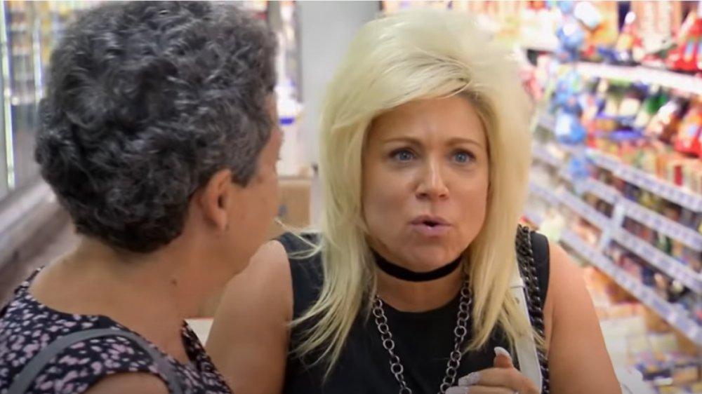 Theresa Caputo leyendo a un extraño en una tienda de comestibles