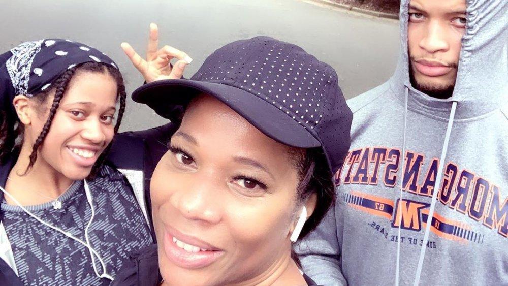 Skylar Jordan, Charrisse Jackson-Jordan y Jackson Jordan posan para una selfie en Instagram