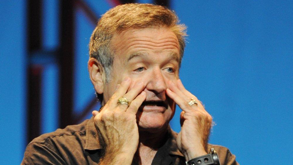 Robin Williams con una expresión de asombro