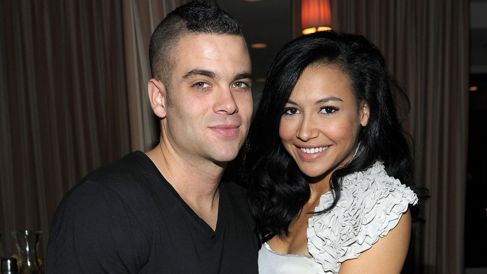 El actor Mark Salling (izq.) Y la actriz Naya Rivera asisten a la celebración de las nominaciones al Globo de Oro de Glee con InStyle y 20th Century Fox