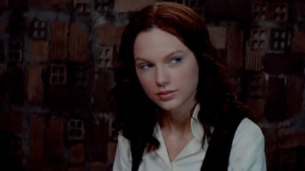 Taylor Swift en una escena de The Giver