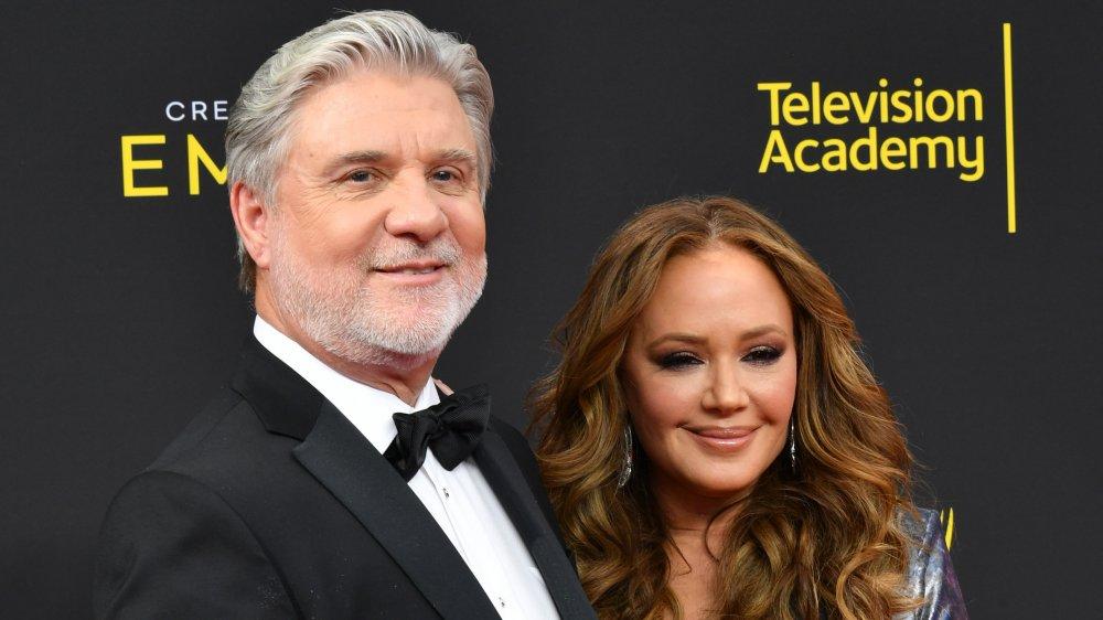 Mike Rinder y Leah Remini en los Creative Arts Emmy Awards 2019