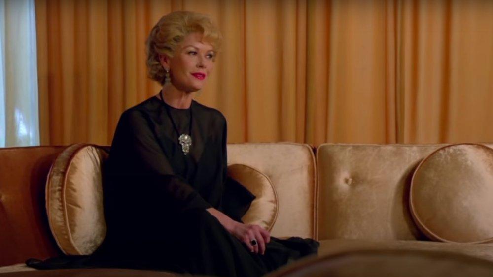 Catherine Zeta-Jones retratando a Olivia de Havilland en Feud: Bette y Joan