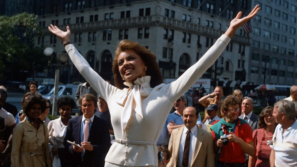 Vanessa Williams posando para reporteros en 1983