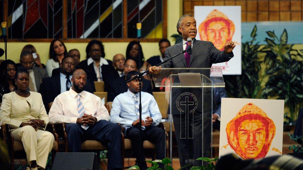 Al Sharpton hablando en un mitin en la Iglesia West Los Angeles en Cristo por el segundo aniversario de la muerte de Trayvon Martin