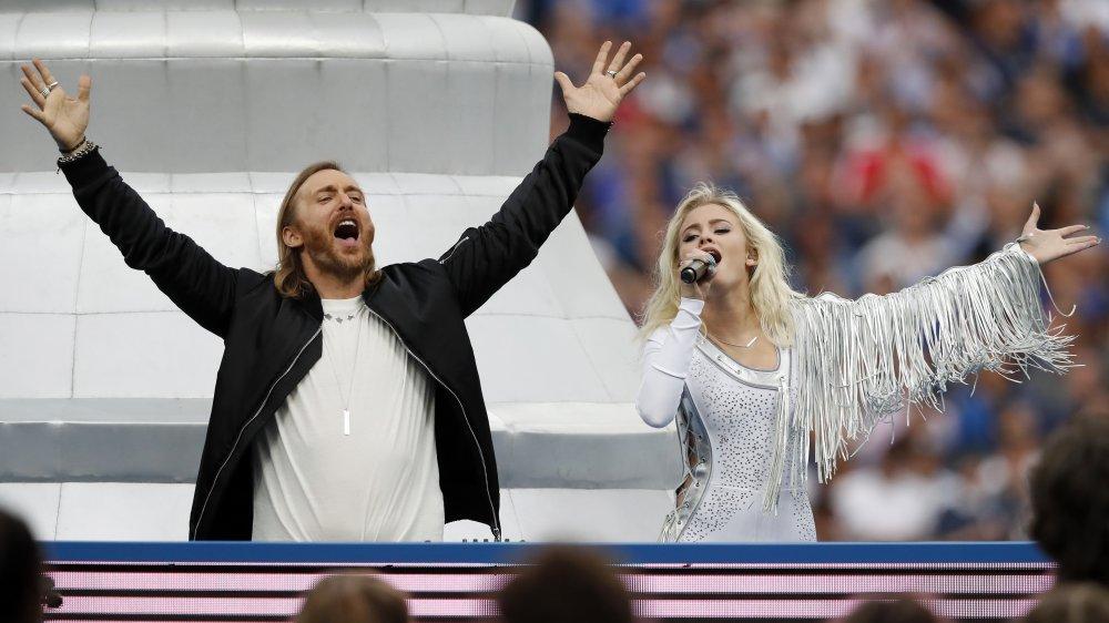 Zara Larsson y David Guetta actuando
