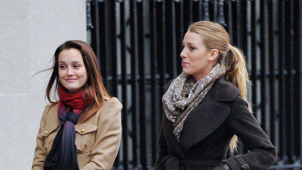 Leighton Meester y Blake Lively caminando por la calle