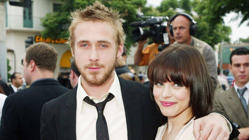 Ryan Gosling y Rachel McAdams cogidos del brazo en la alfombra roja