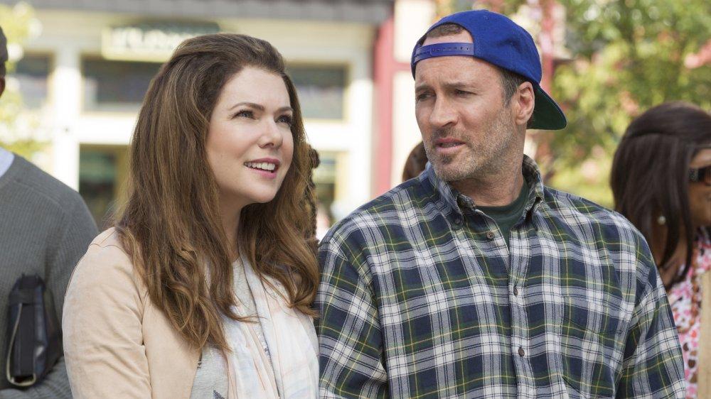 Lauren Graham y Scott Patterson en el set