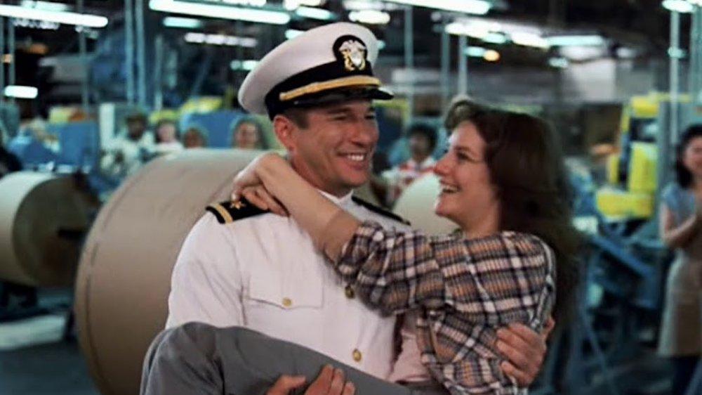 Richard Gere y Debra Winger en Un oficial y un caballero