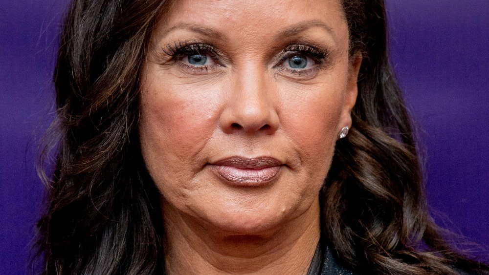 Vanessa Williams en una actuación benéfica de Right Before I Go