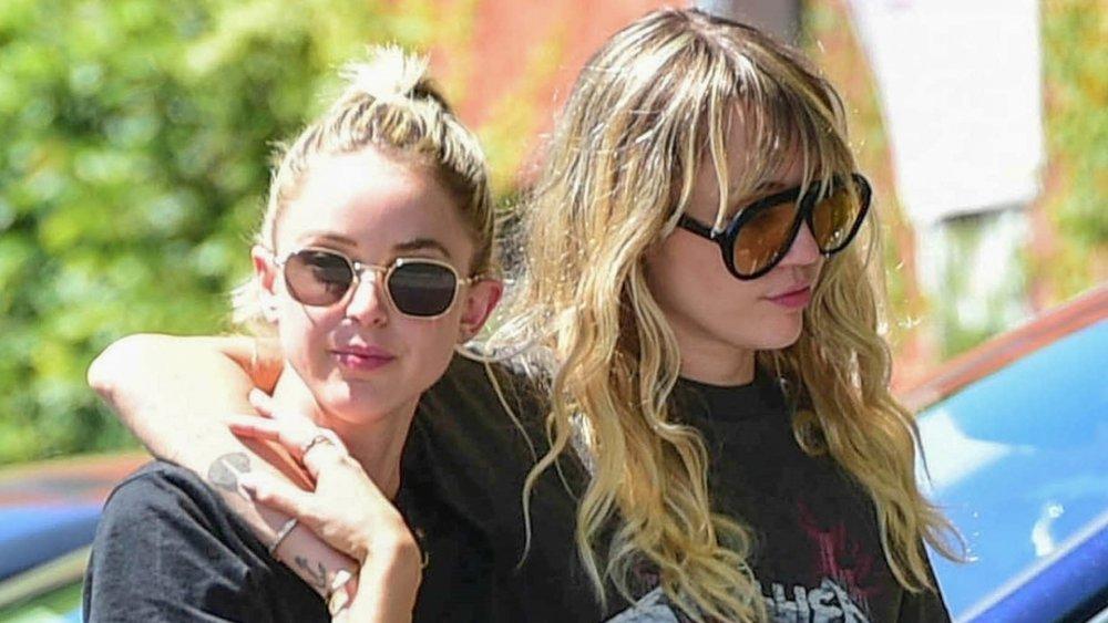 Kaitlynn Carter y Miley Cyrus