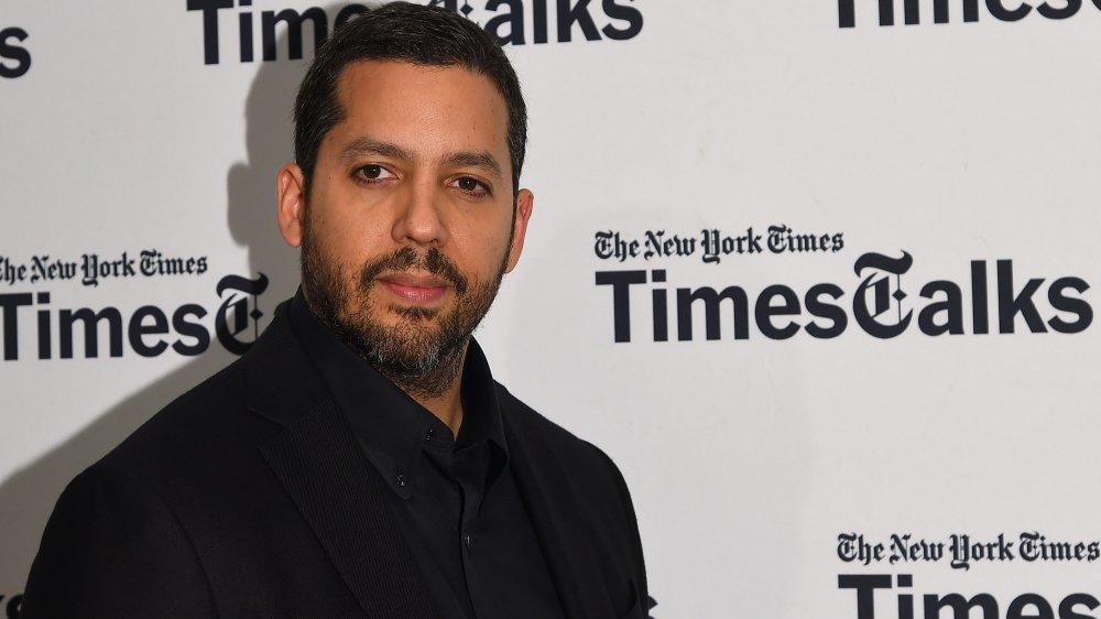 David Blaine frente al muro del New York Times, evento de alfombra roja