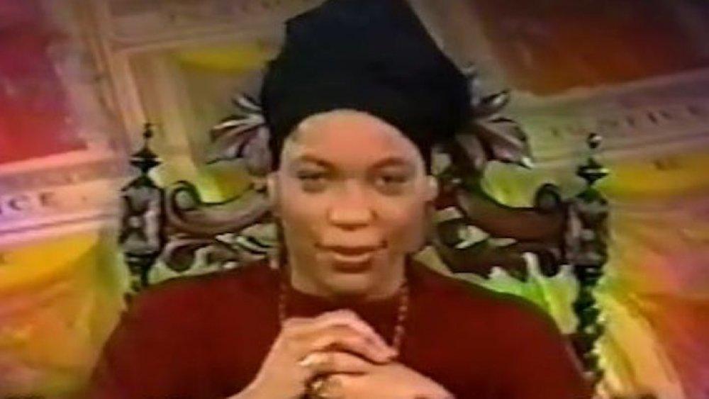 Miss Cleo en uno de sus comerciales para lecturas psíquicas