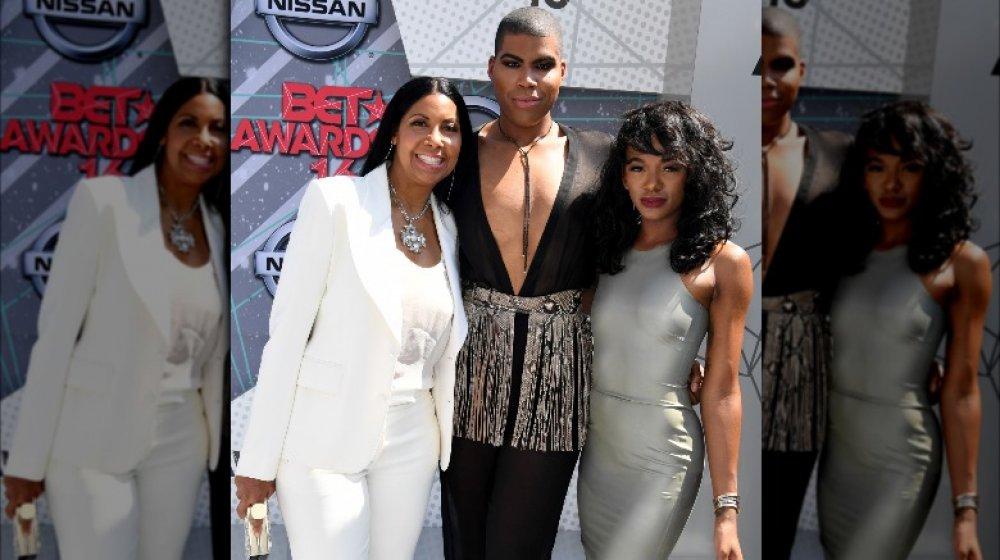 Cookie, EJ y Elisa Johnson posando juntos en los premios BET