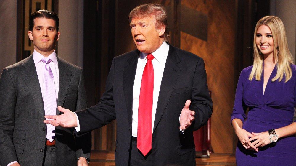 Donald Trump, Donald Trump Jr. e Ivanka Trump filmando The Apprentice