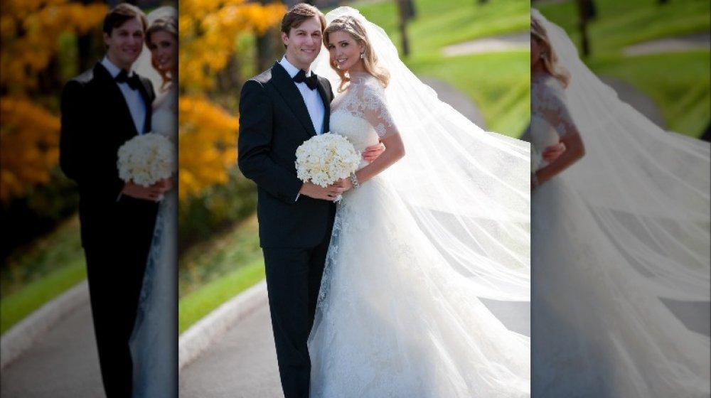 Jared Kushner e Ivanka Trump sonriendo el día de su boda