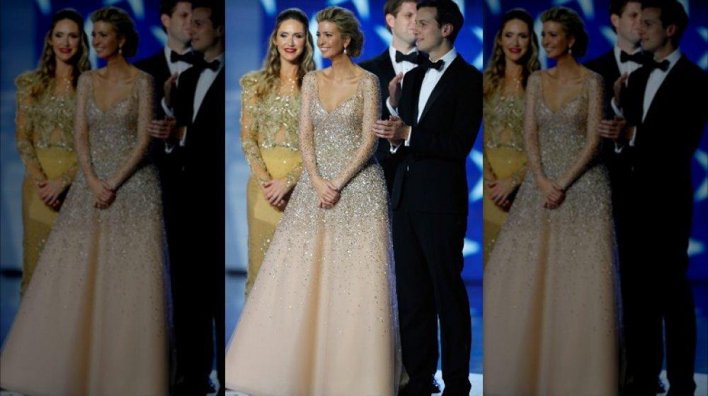 Lara Trump, Ivanka Trump y Jared Kushner en el baile inaugural de Donald Trump