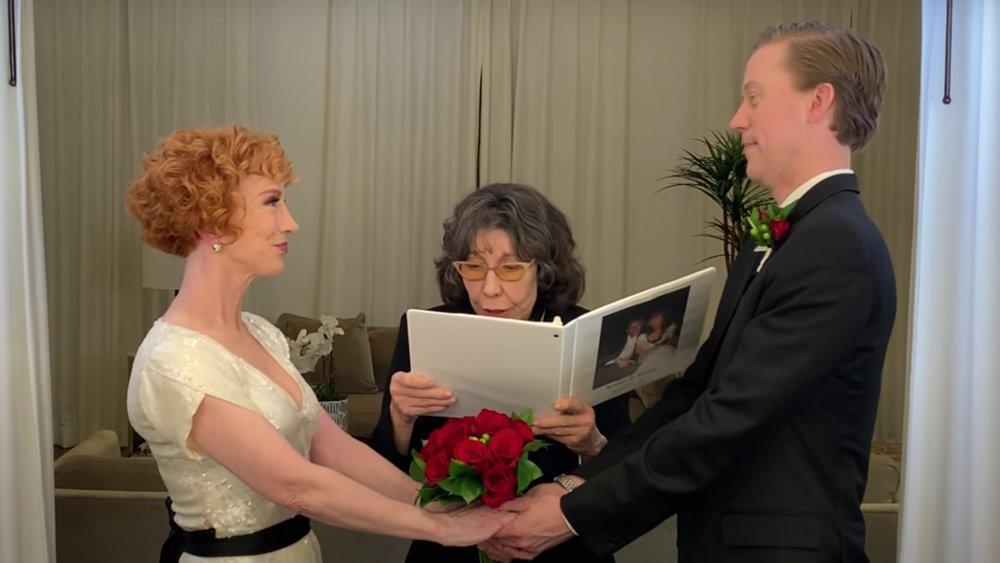 Lily Tomlin oficiando la boda de Kathy Griffin y Randy Bick