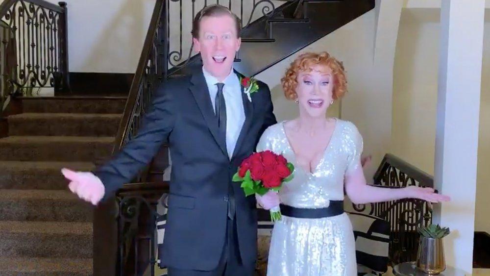 Randy Bick y Kathy Griffin en su video de anuncio de compromiso