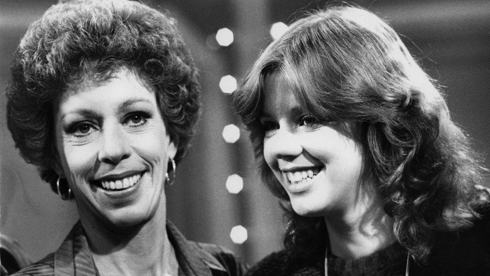 Carol Burnett, (izquierda) y su hija Carrie Hamilton (centro) se unen a Dinah Shore para grabar la 'Dinah and Friends'