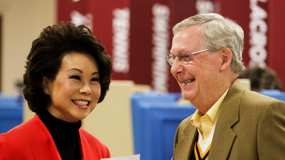 Elaine Chao y Mitch McConnell