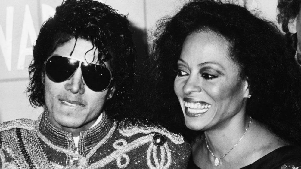 Foto en blanco y negro de Michael Jackson y Diana Ross en los AMA de 1984