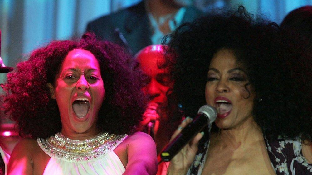 Tracee Ellis Ross y Diana Ross en el escenario en 2005