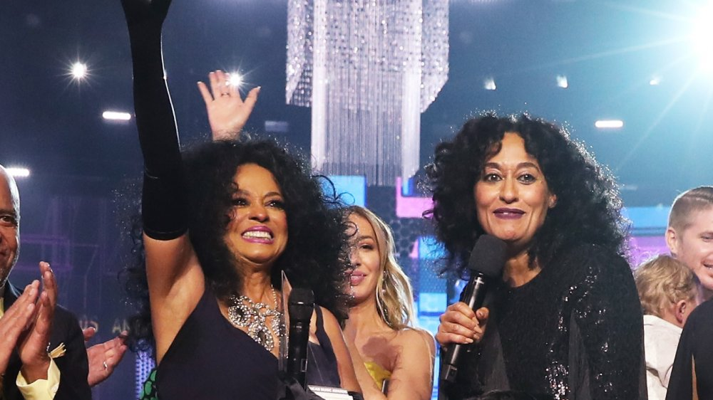 Diana Ross y Tracee Ellis Ross en el escenario de los AFA