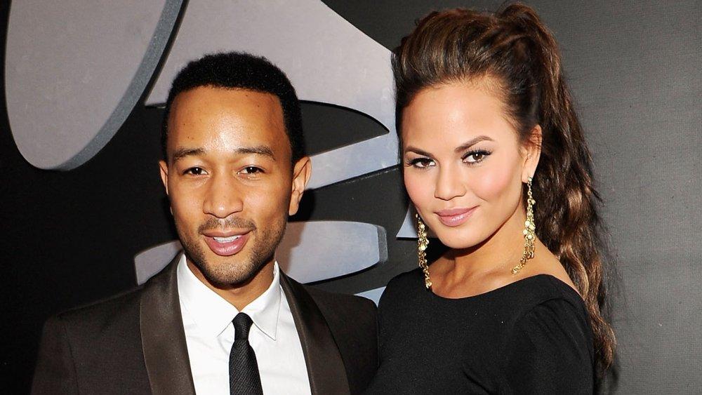 John Legend y Chrissy Teigen ambos con atuendo formal