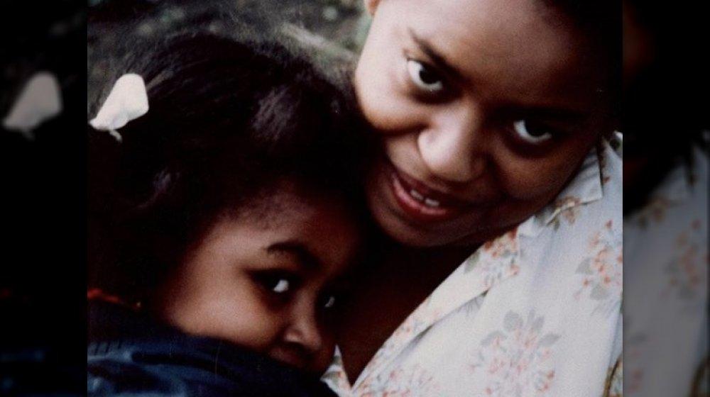 Michelle Obama y su madre Marian Robinson en una foto de retroceso en Instagram