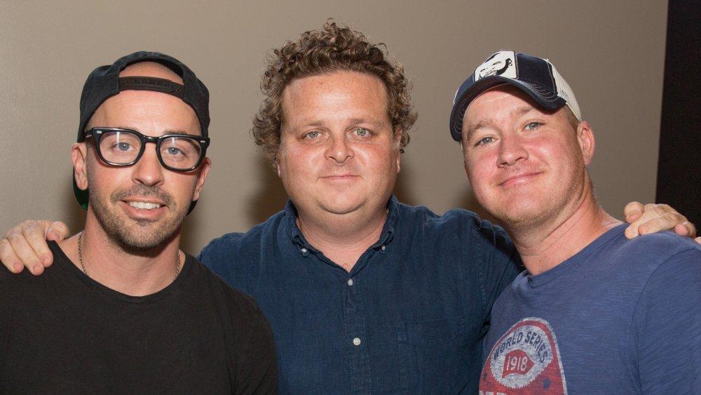 Chauncey Leopardi, Patrick Renna y Tom Guiry brazo en brazo