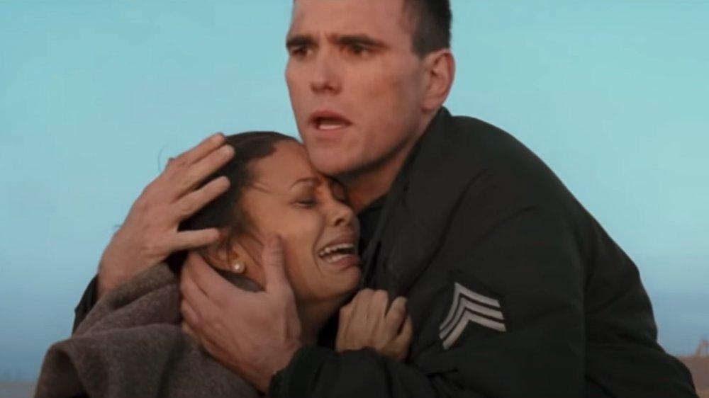 Thandie Newton y Matt Dillon en una escena de Crash