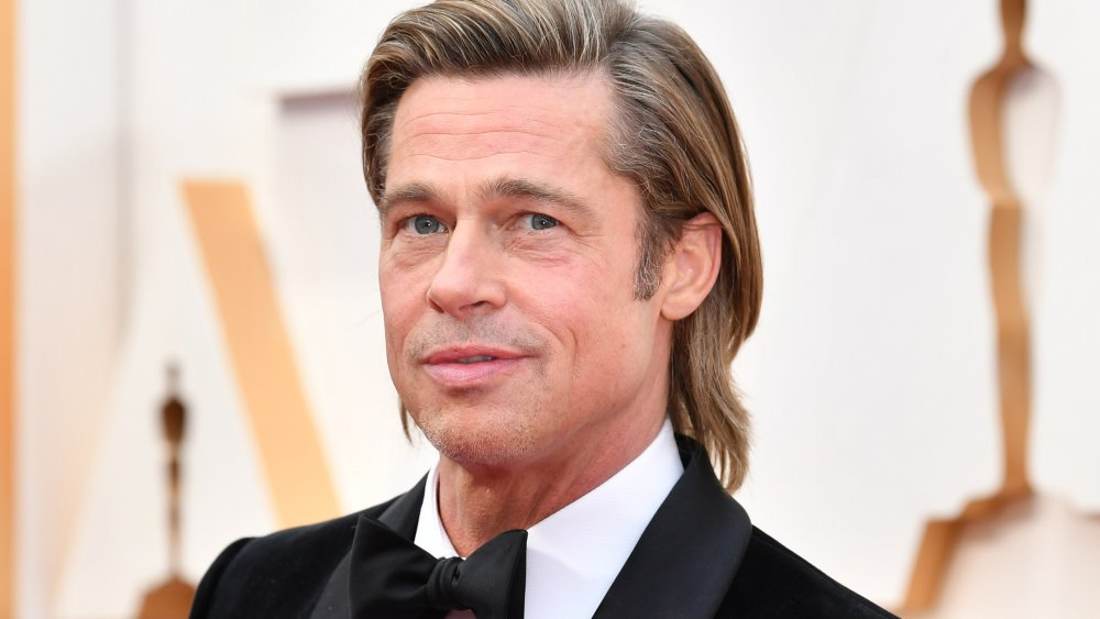 Brad Pitt posando en los Oscar de 2020