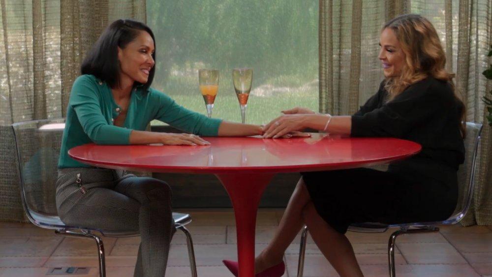 Jada Pinkett Smith y Sheree Zampino en un episodio de Red Table Talk