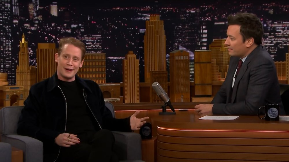 Macaulay Culkin hablando con Jimmy Fallon en The Tonight Show en 2018