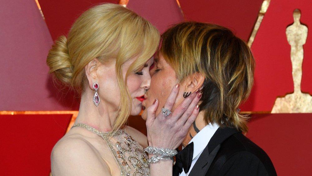 Nicole Kidman, Keith Urban besándose en los Oscar