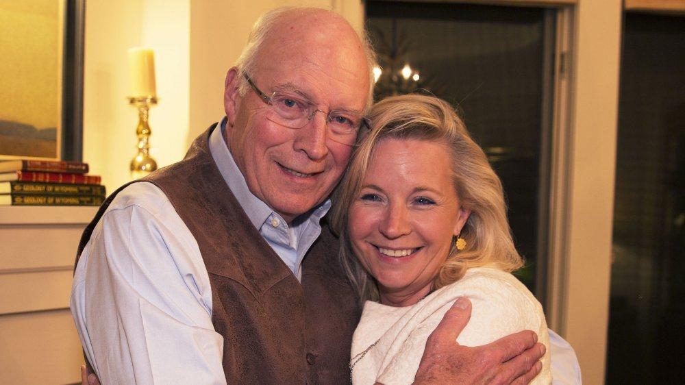 Dick Cheney y Liz Cheney después de ganar las primarias republicanas de 2016 para el Congreso de EE.UU.