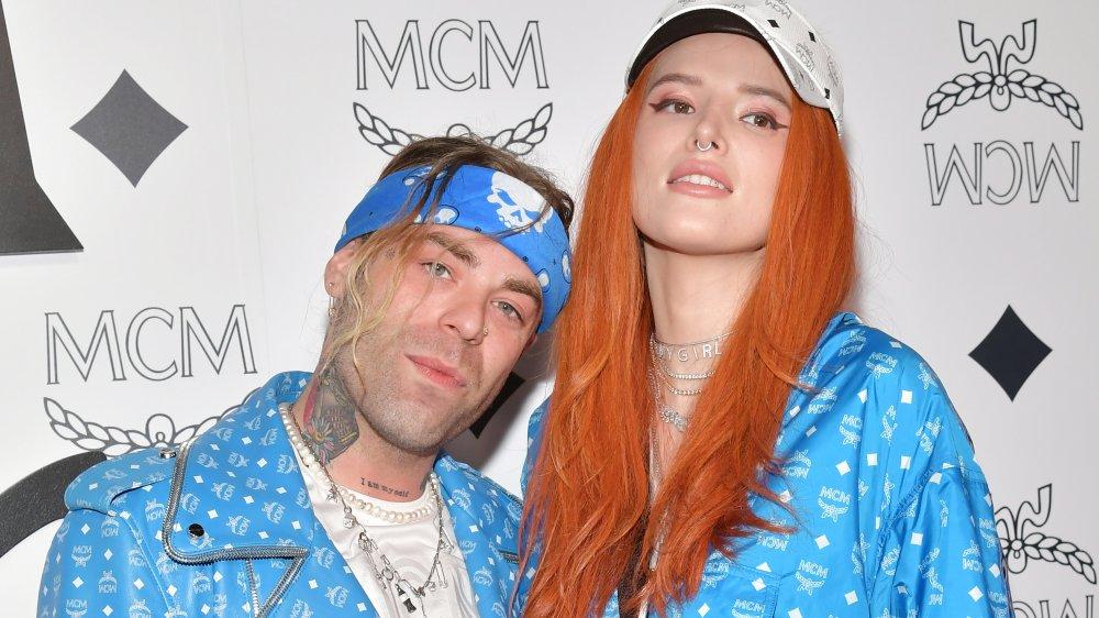 Mod Sun y Bella Thorne en chaquetas azules MCM a juego