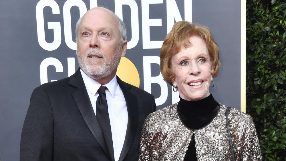 Brian Miller y Carol Burnett en la 77a edición de los Globos de Oro