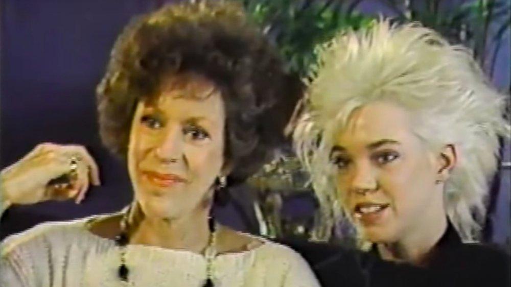 Carol Burnett y Carrie Hamilton en Entertainment Tonight en 1987
