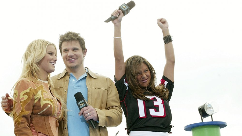 Jessica Simpson, Nick Lachey y Vanessa Minnillo en Total Request Live on Super Bowl de MTV el domingo en 2004