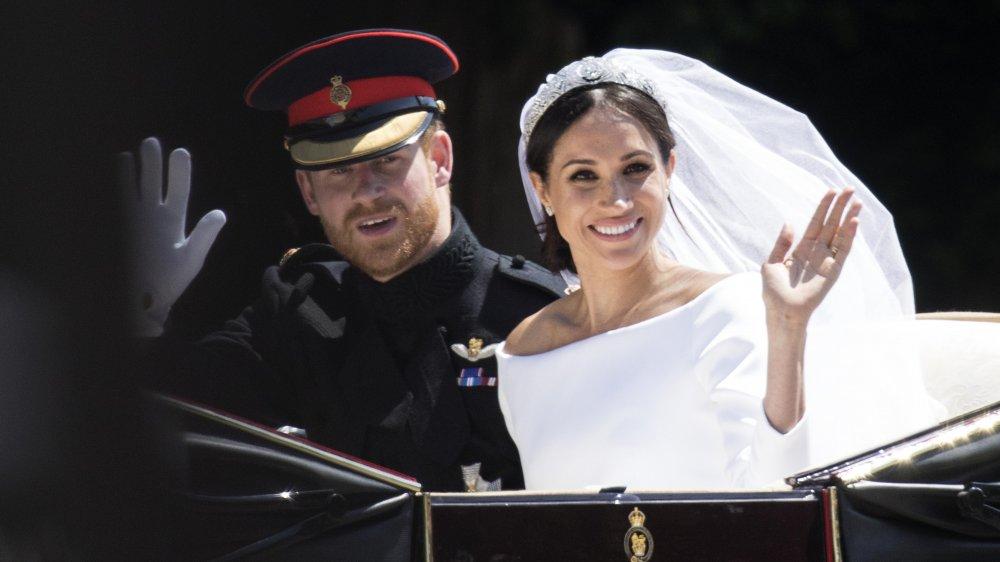 El príncipe Harry y Meghan Markle en un carruaje el día de su boda en 2018